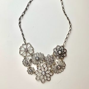 STATEMENT NECKLACE: Floral collar necklace